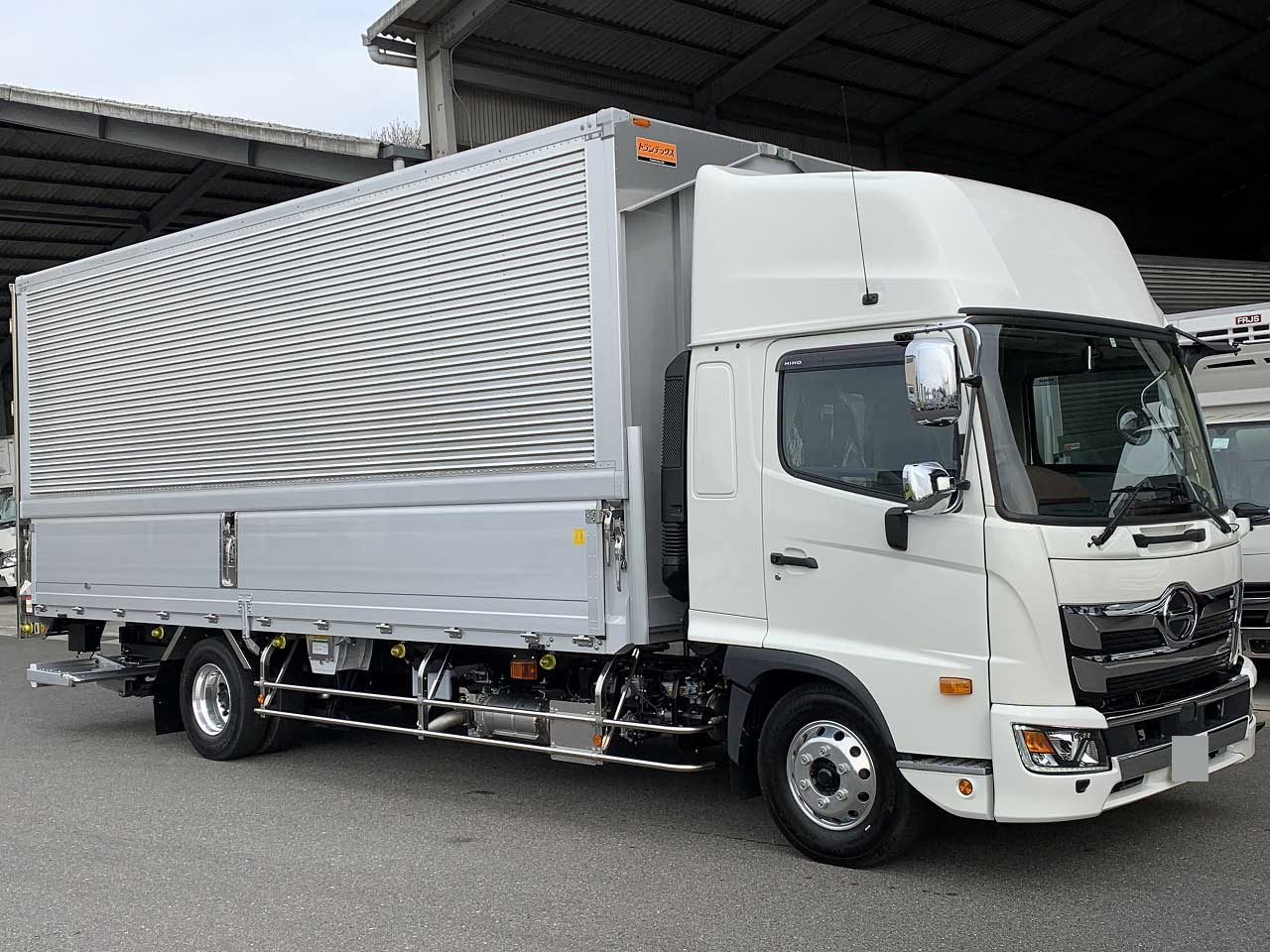 HINO Wing with P/G 2PG-FD2ABG